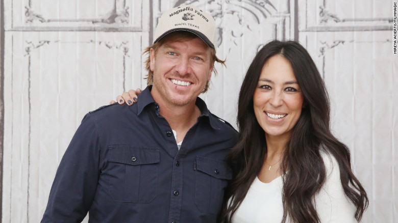 'FIXER UPPER' STARS EXPECTING 5TH CHILD