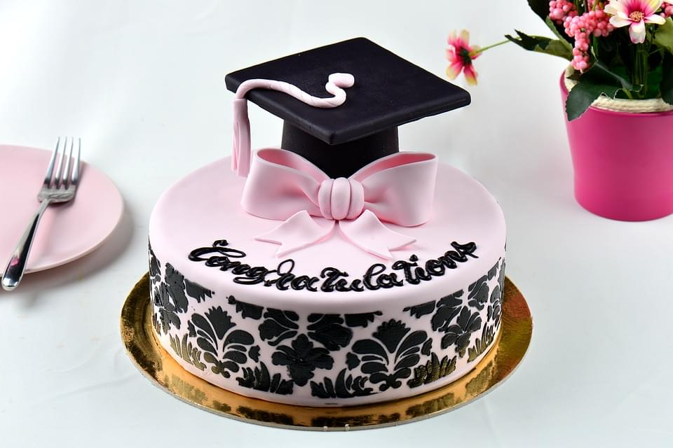 graduation-cake-3960023_960_720
