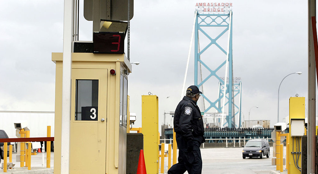 Canada Border No Longer Accepts Cash Payments, Border Agents Demonstrate Work-to-Rule Strike
