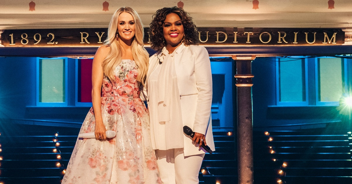 Carrie Underwood Wins Dove Award with CeCe Winans
