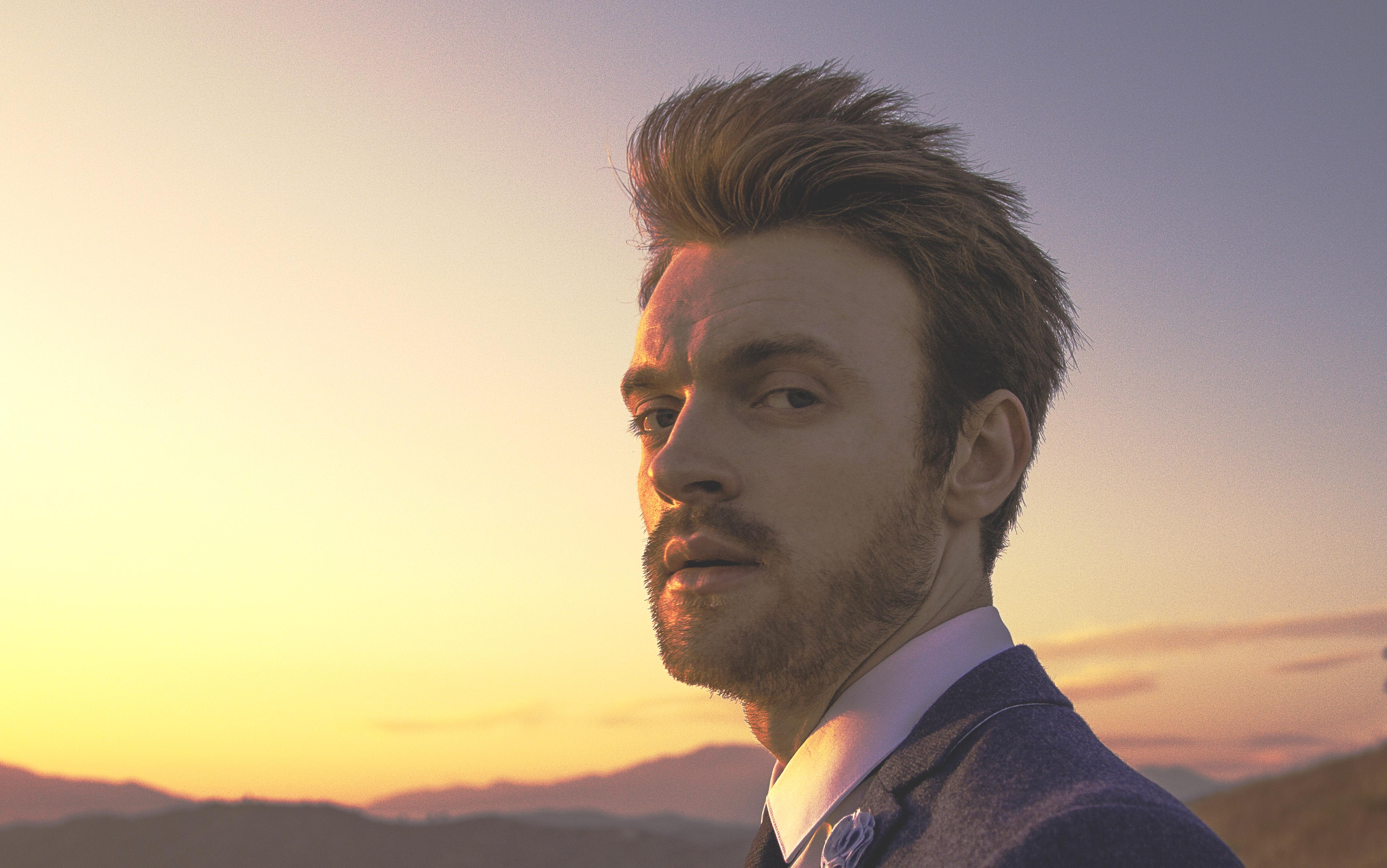 "The Drop: Finneas ""Let's Fall In Love For The Night"""