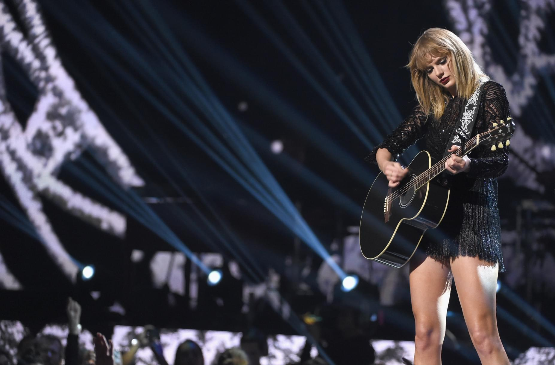 "[WATCH] Taylor Swift performs ""Soon You'll Get Better"" for first time"