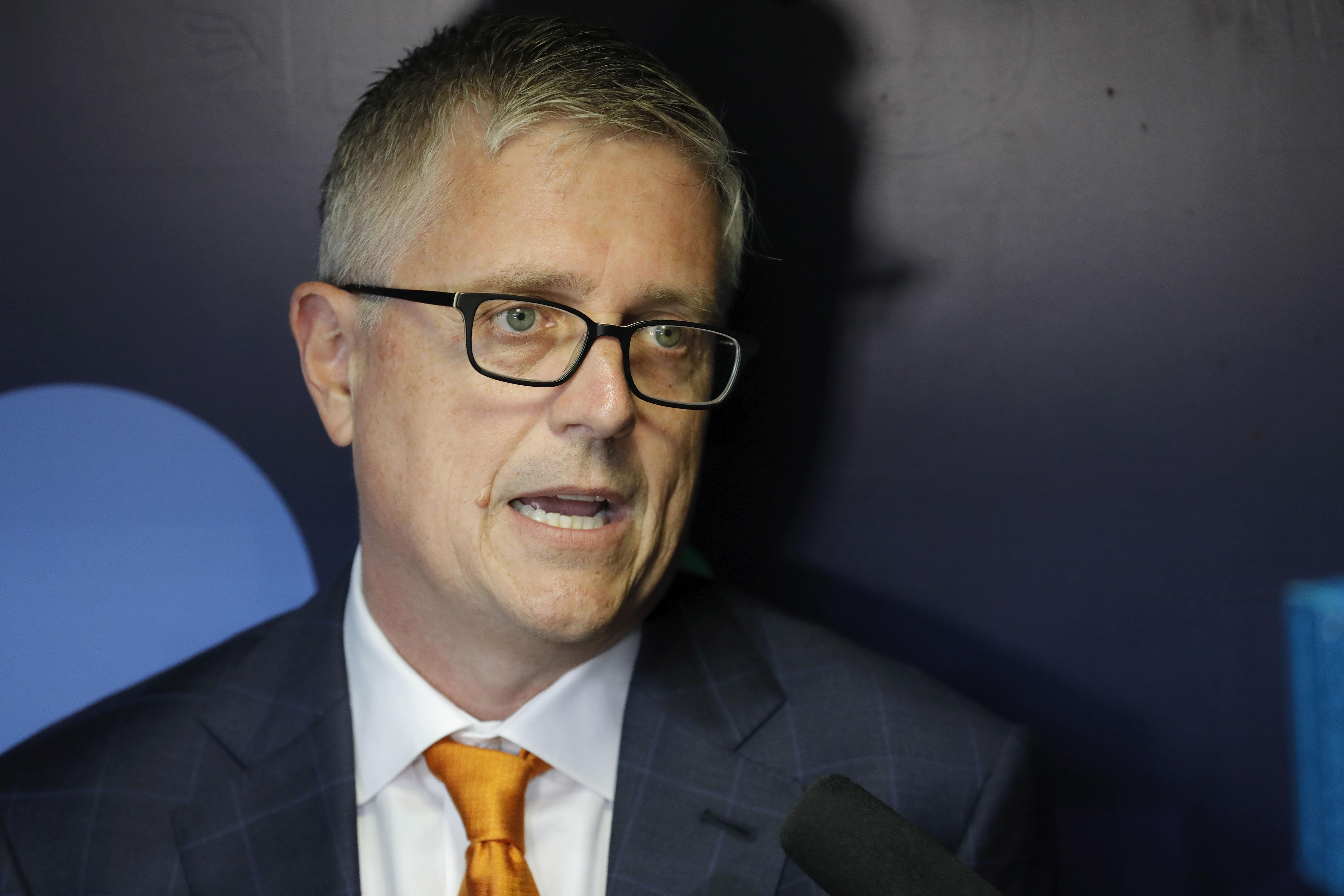 Jeff Luhnow, AJ Hinch suspended for 1 year