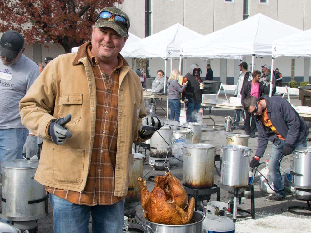 Tracy Lawrence Gears Up for 14th Annual Thanksgiving Turkey Fry to Benefit Nashville Homeless