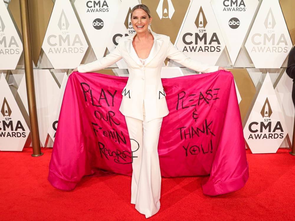 """Jennifer Nettles Pens Feature for """"Glamour"""" on Country Radio's Gender Disparity"""