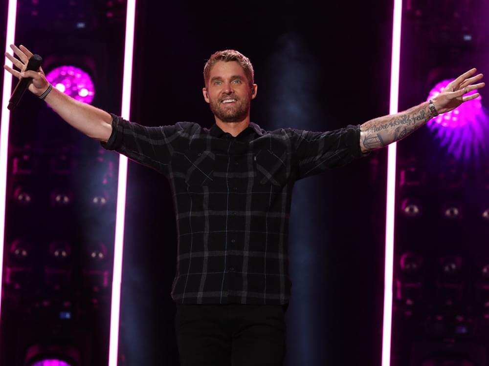 """Brett Young Scores 6th Consecutive No. 1 Single With """"Catch"""""""