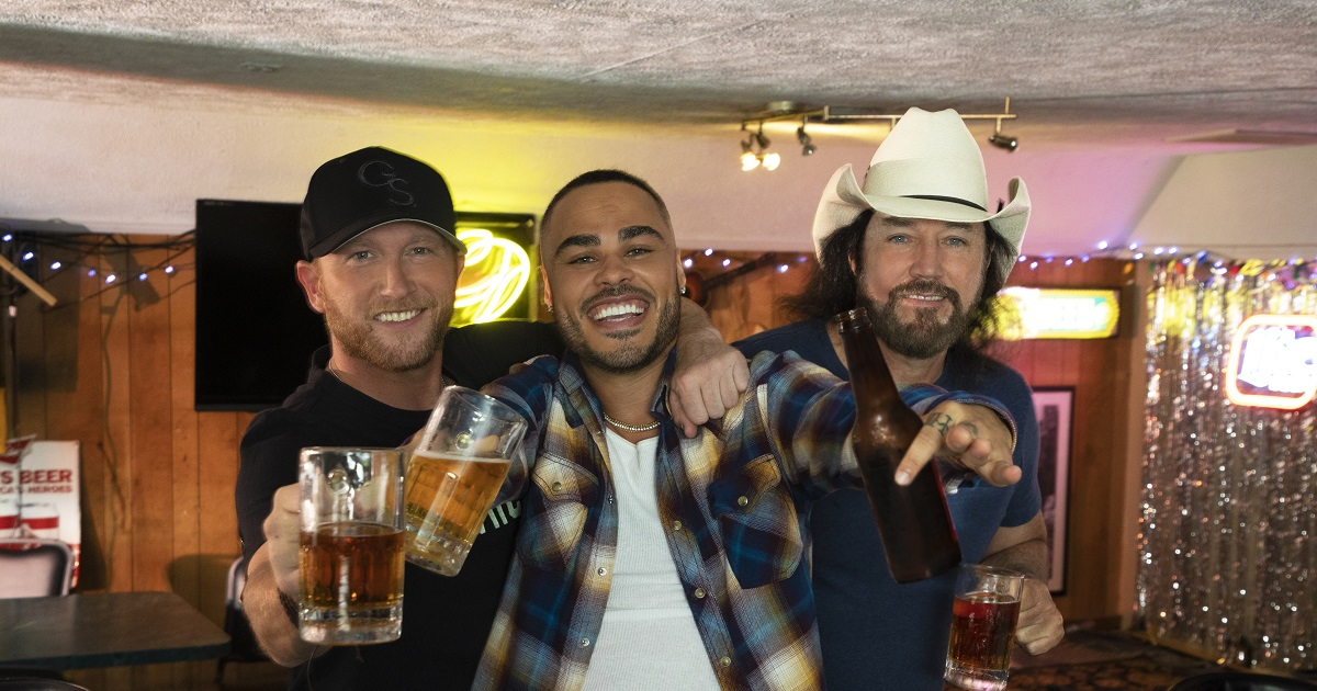 Shy Carter is Having Beer With His Friends Cole Swindell & David Lee Murphy