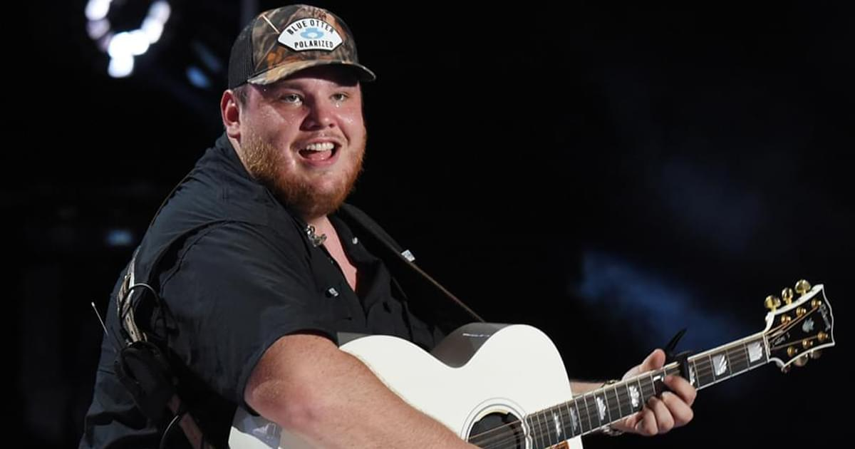 """Luke Combs' """"Lovin' On You"""" Is No. 1 on the Billboard Country Airplay Chart for 3rd Straight Week"""