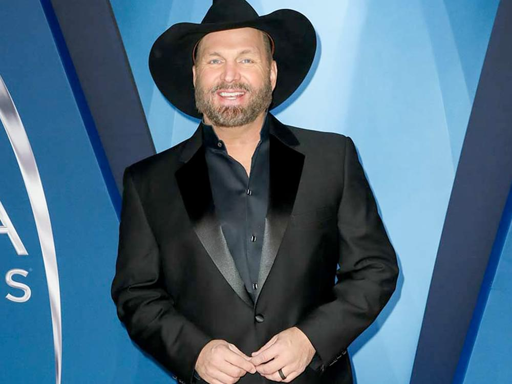 "Garth Brooks Announces Third Stop on ""Dive Bar Tour"""