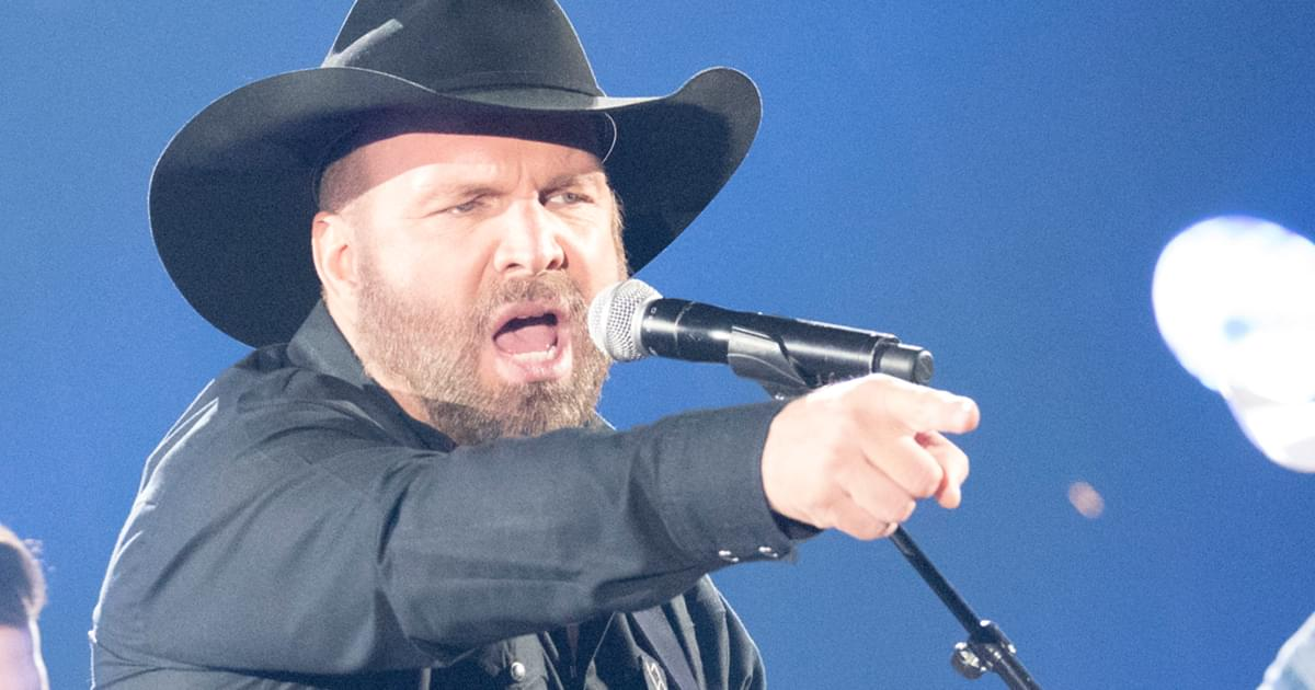 """Garth Brooks Will Be Ready to Resume Stadium Tour If the """"Green Flag Does Drop in 2021"""""""