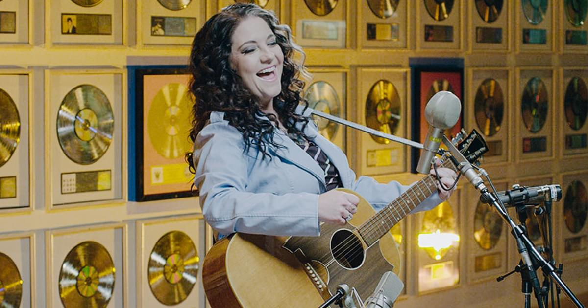 "Watch Ashley McBryde Honor Loretta Lynn by Singing ""You're Lookin' at Country"" at the Hall of Fame"
