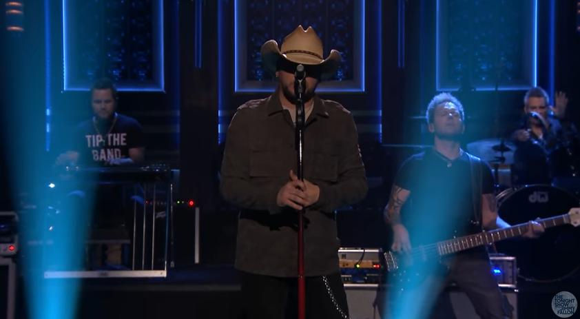 "Jason Aldean Performs ""You Make it Easy"" on Fallon"