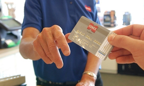 HOW TO CHOOSE THE RIGHT FLEET FUEL CARD