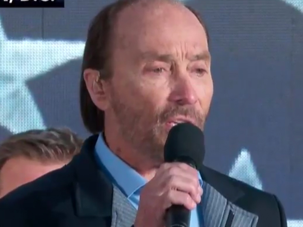 "Watch Lee Greenwood Sing ""God Bless the USA"" at Inauguration Ceremony"