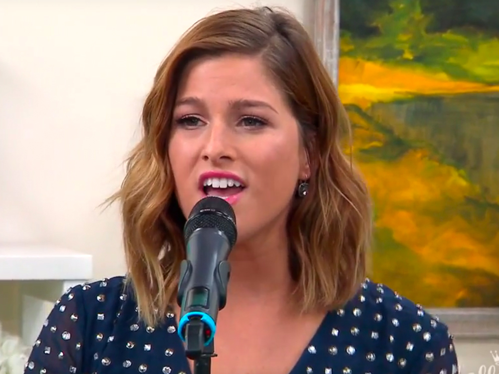 """Watch Cassadee Pope Perform """"Kisses at Airports"""" on the Hallmark Channel"""