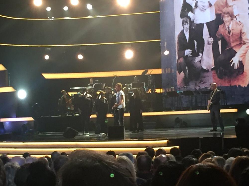 Keith Urban, Kelsea Ballerini, Thomas Rhett, Little Big Town & More Get Their Grooves On During Bee Gees Tribute