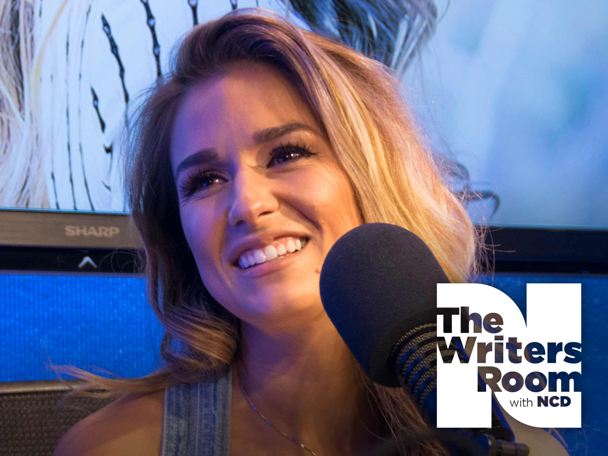 "Jessie James Decker Talks Evolving as a Vocalist, Being Grateful for Her Family, New EP ""Gold"" and More"