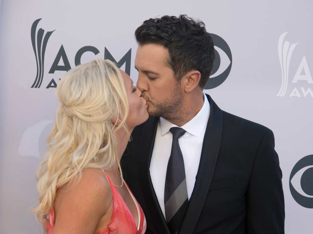 Check Out More Than 70 Pics From Our 2017 ACM Awards Red Carpet Photo Gallery