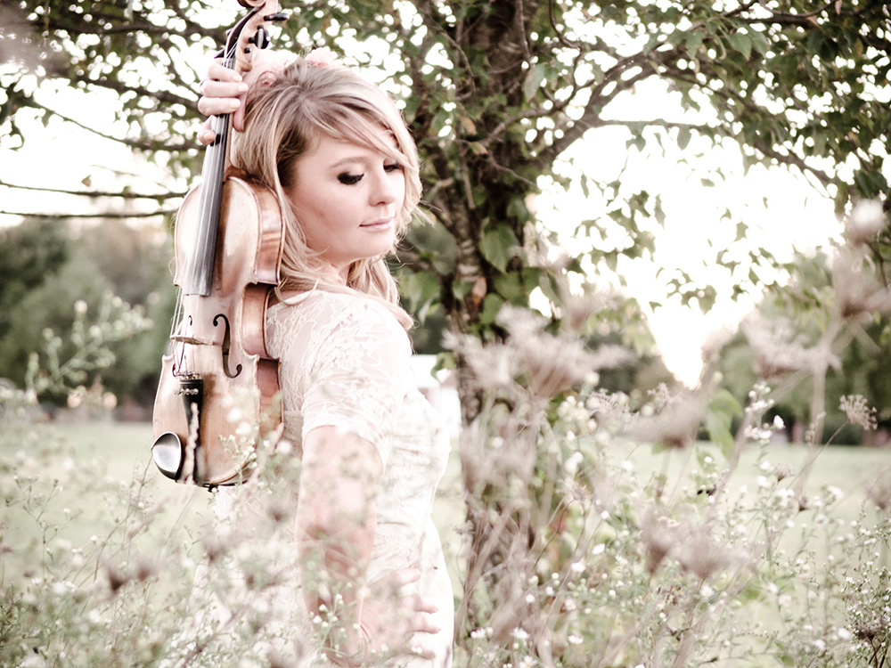"""Sarah Dunn Band Explores New Territory on """"Unbridle Me"""""""