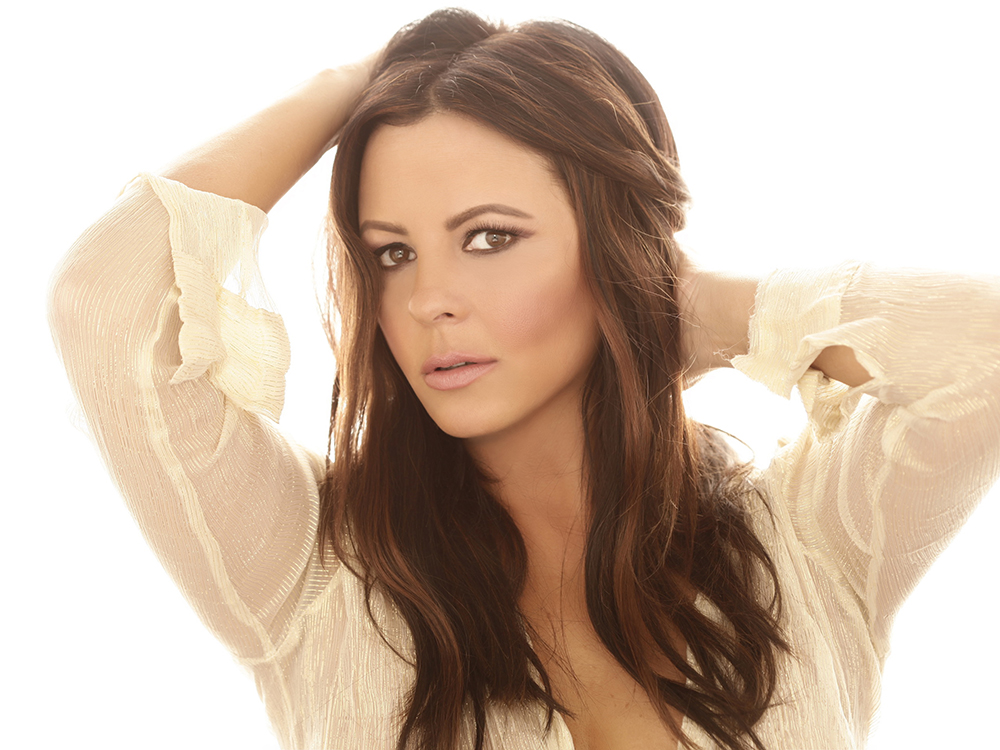 Sara Evans Returns With Summer Album and Launch of New Label
