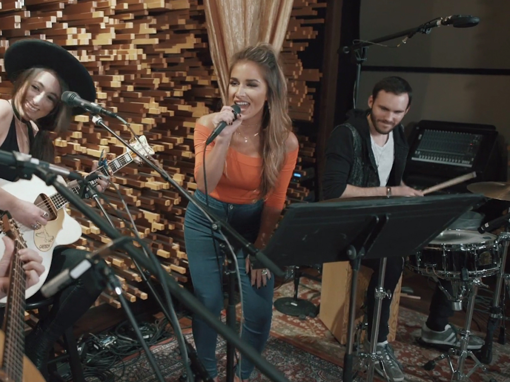 "Jessie James Decker Announces Surprise Release of New EP, ""Blackbird Sessions,"" on June 9 [Listen to Track 4]"