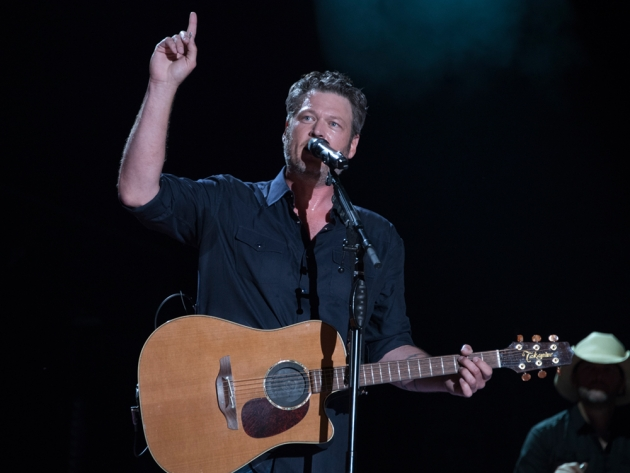 """Watch Jimmy Fallon Give Blake Shelton a Hard Time on """"The Tonight Show"""" + Performance of """"At the House"""""""