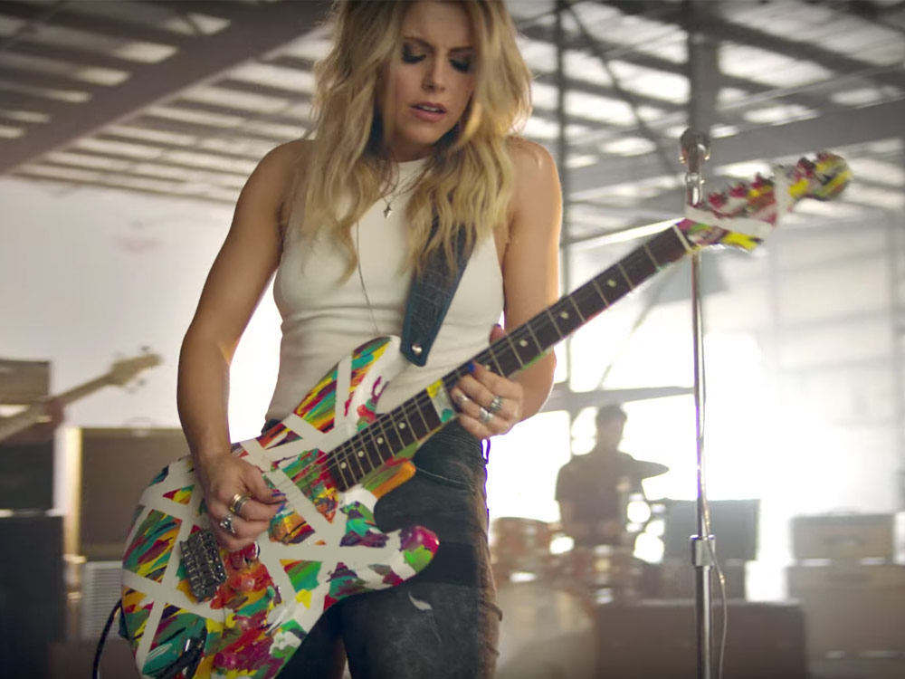 """Watch Lindsay Ell Shred and Knock 'Em Dead in New """"Waiting On You"""" Video"""