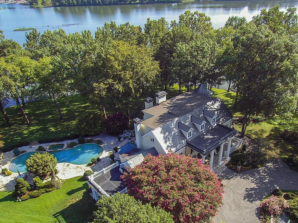 Reba McEntire Sells Nashville-Area Estate for $5 Million [Check Out the Pics]