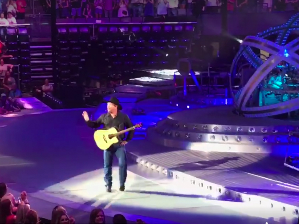 Couple Gets Engaged at Garth Brooks' Concert . . . Garth Offers to Pay for the Honeymoon [Watch]