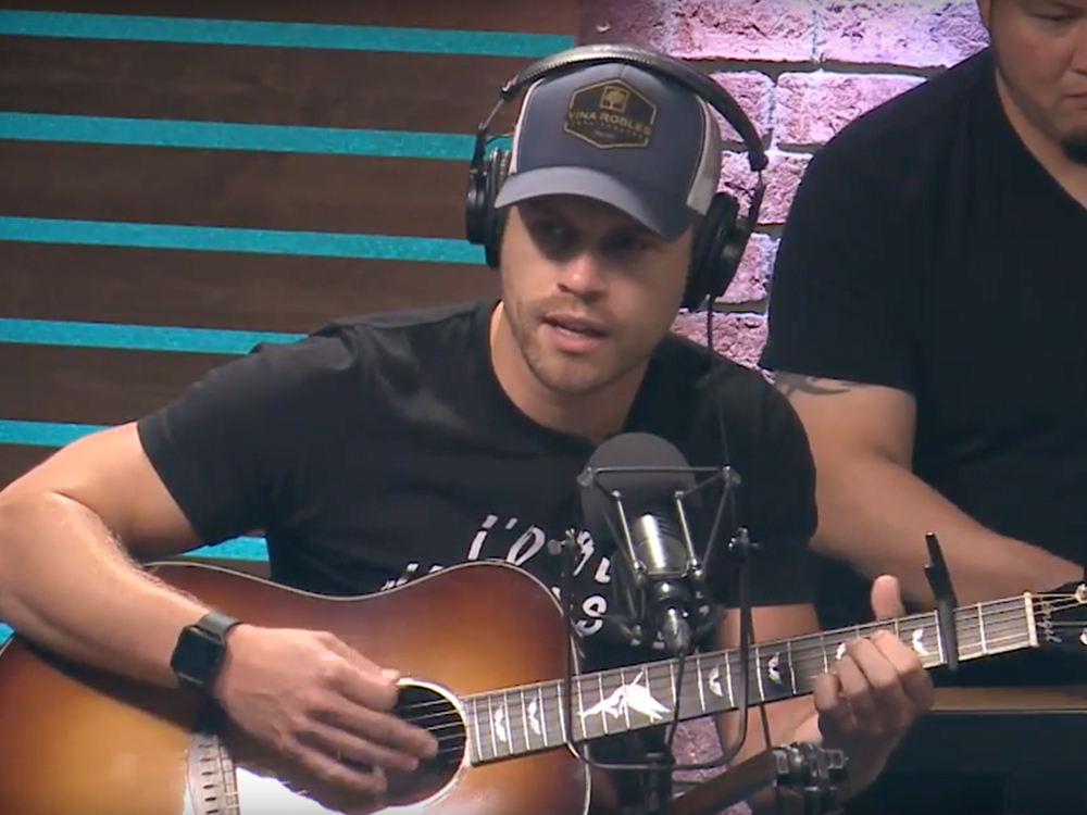 "Watch Dustin Lynch's Intimate Performance of ""Small Town Boy"" From NASH Studios"