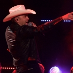 """Justin Moore Readies Most Traditional-Sounding Album to Date, """"Late Nights & Longnecks"""""""