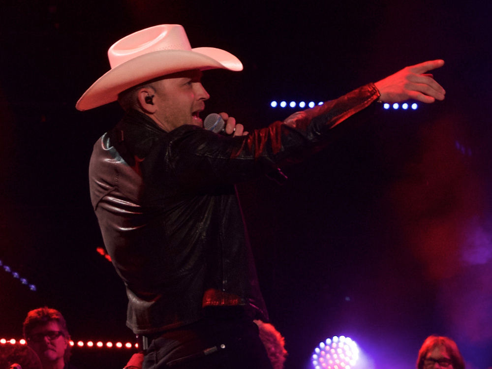 "Justin Moore Readies Most Traditional-Sounding Album to Date, ""Late Nights & Longnecks"""