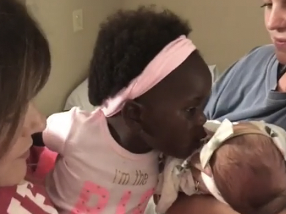 Watch Thomas Rhett's Daughters Meet for the First Time