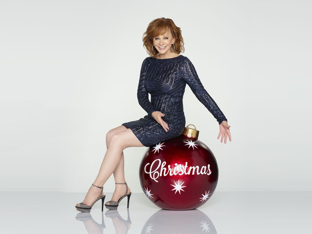 "Reba McEntire to Host 8th Annual ""CMA Country Christmas"" TV Special & Release New Holiday Music"