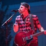 """Kip Moore Extends """"Room to Spare Acoustic Tour"""" Into 2019 With More Than 25 Dates"""