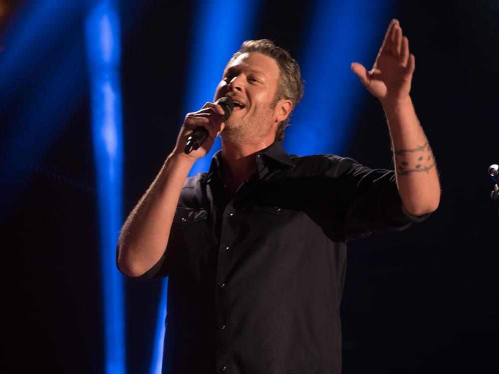 "Watch Blake Shelton's Cozy Performance of ""I'll Name the Dogs"" With Jennifer Hudson on ""The Voice"""