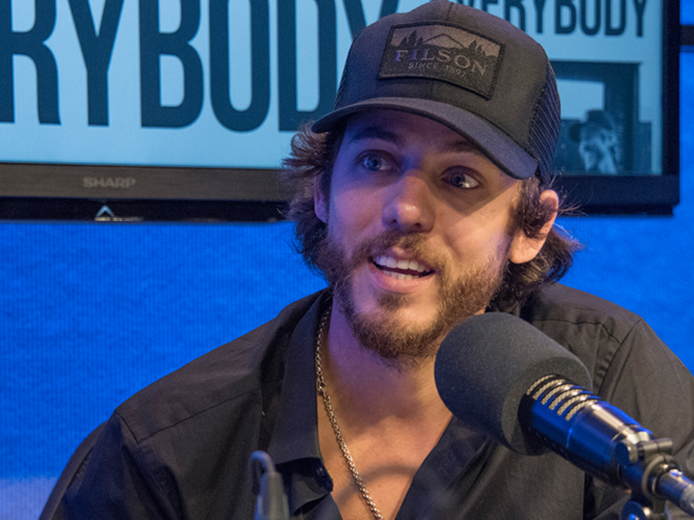 """Chris Janson Finds Comfort & Success Writing on His """"Back Porch"""" After Years Spent in Music Row Offices"""