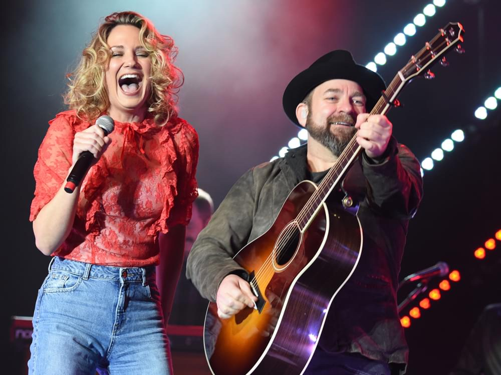 "Sugarland Reveals Art, Track Listing & Collaboration With Taylor Swift on Upcoming Album, ""Bigger"""