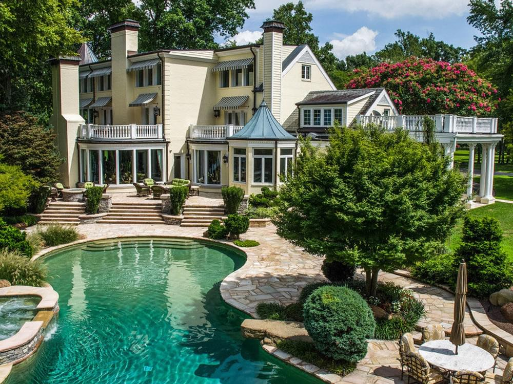 [Photo Gallery] Reba McEntire's Former Nashville-Area Home Is Now a Luxury Event Venue