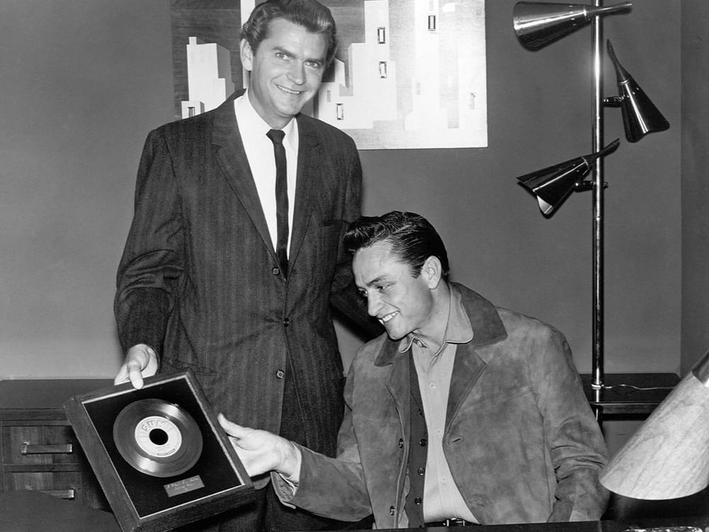 """Johnny Cash Museum Unveils Cash's First Gold Record for """"I Walk the Line"""""""