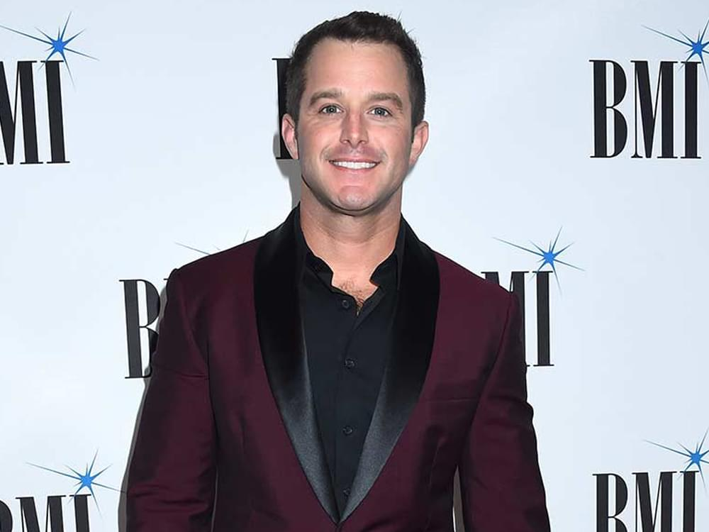 Easton Corbin Honors Fallen Officers in Florida Hometown by Performing National Anthem