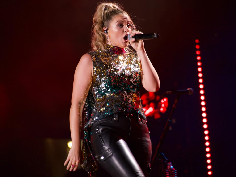 """Lauren Alaina Pays Homage to Reba, Faith, Shania and More in New Single, """"Ladies in the '90s"""" [Listen]"""