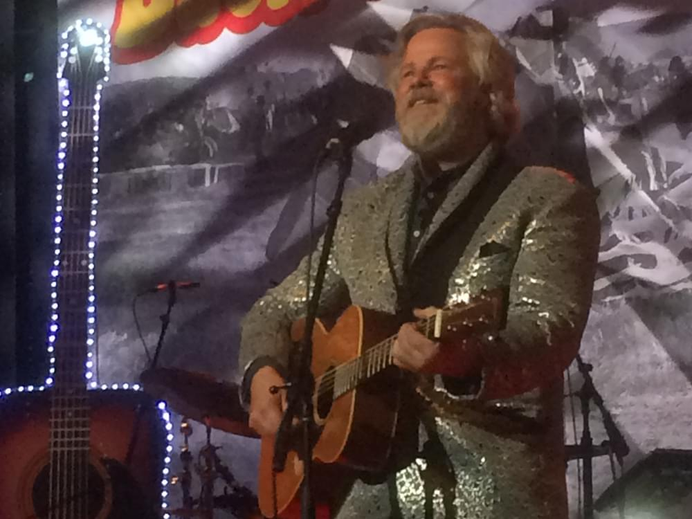 "Robert Earl Keen Announces ""Cosmic Cowboy Christmas Tour"""