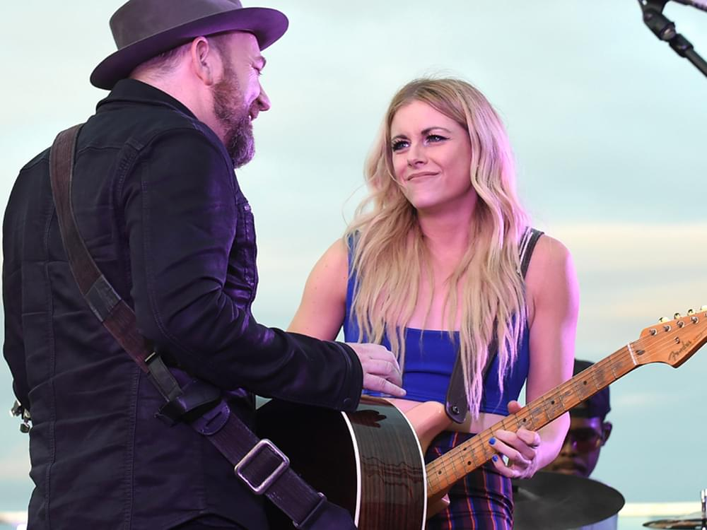 "Watch Lindsay Ell Perform ""Criminal"" With Kristian Bush at Rooftop Concert"