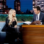 """Watch Carrie Underwood and Jimmy Fallon Channel Dolly and Kenny in Duet of """"Islands in the Stream"""""""