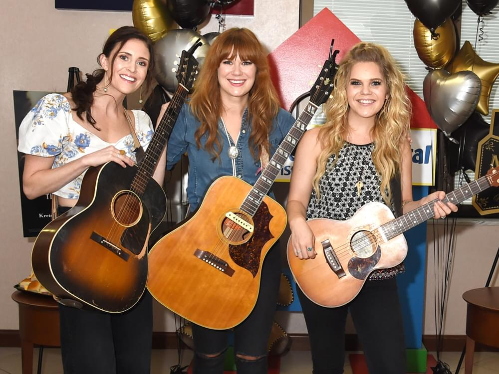 Kelleigh Bannen, Ruthie Collins and Natalie Stovall Serenade Patients at Nashville Children's Hospital