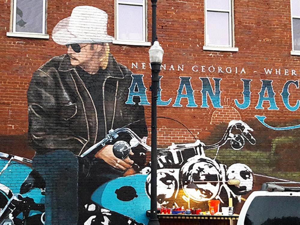 Alan Jackson Gets New Mural in His Georgia Hometown