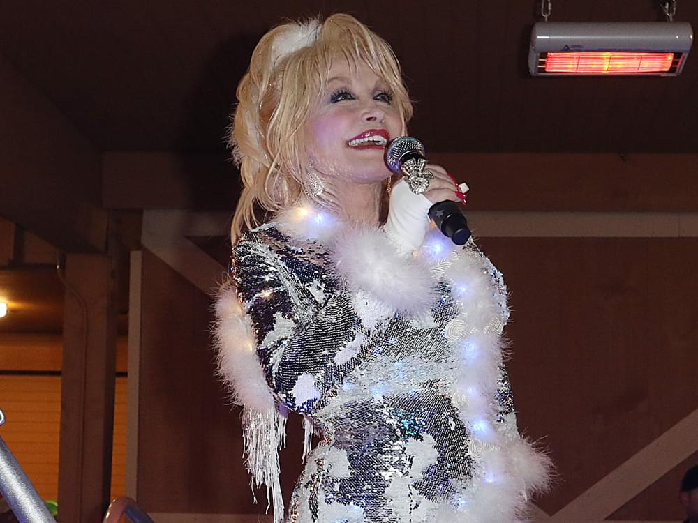 "Dolly Parton Kicks Off the Holiday Season at Dollywood's ""Smoky Mountain Christmas"" Celebration [Photo Gallery]"