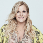 "Trisha Yearwood Tests Positive For COVID – but ""On Her Way Out of the Tunnel"" Now"
