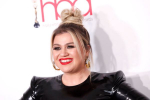 Kelly Clarkson Says She's Written 60 New Songs During Divorce Process